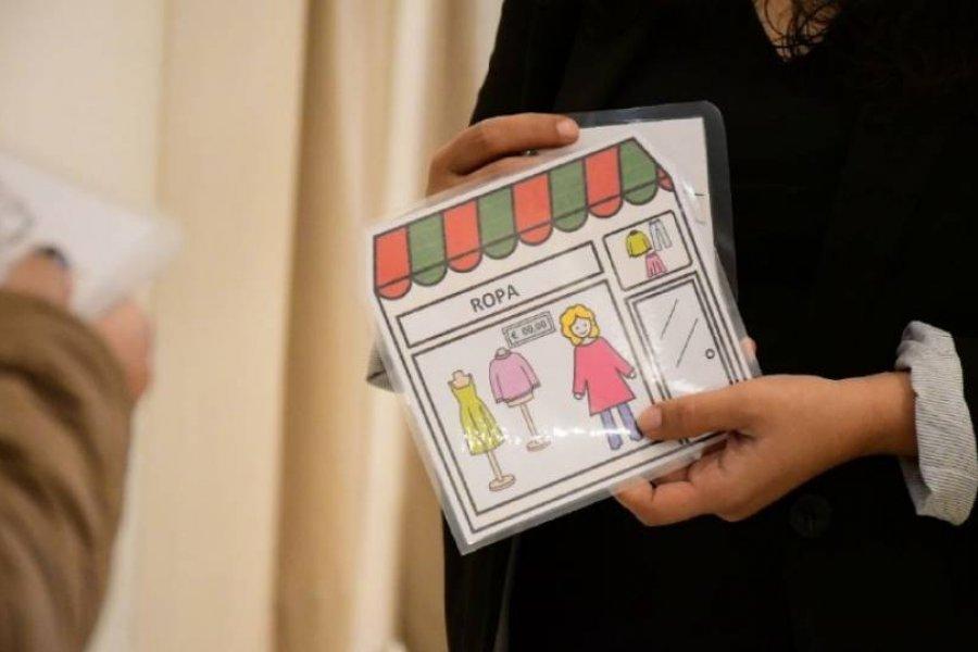 Entregaron pictogramas a comercios para ayudar a personas con discapacidad