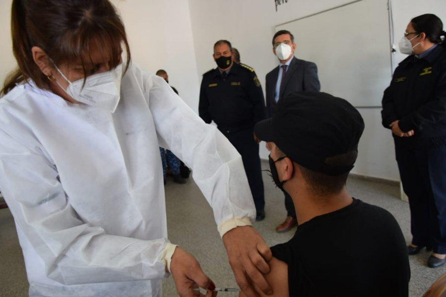 Corrientes: Inició la vacunación anticovid para policías de 30 a 39 años