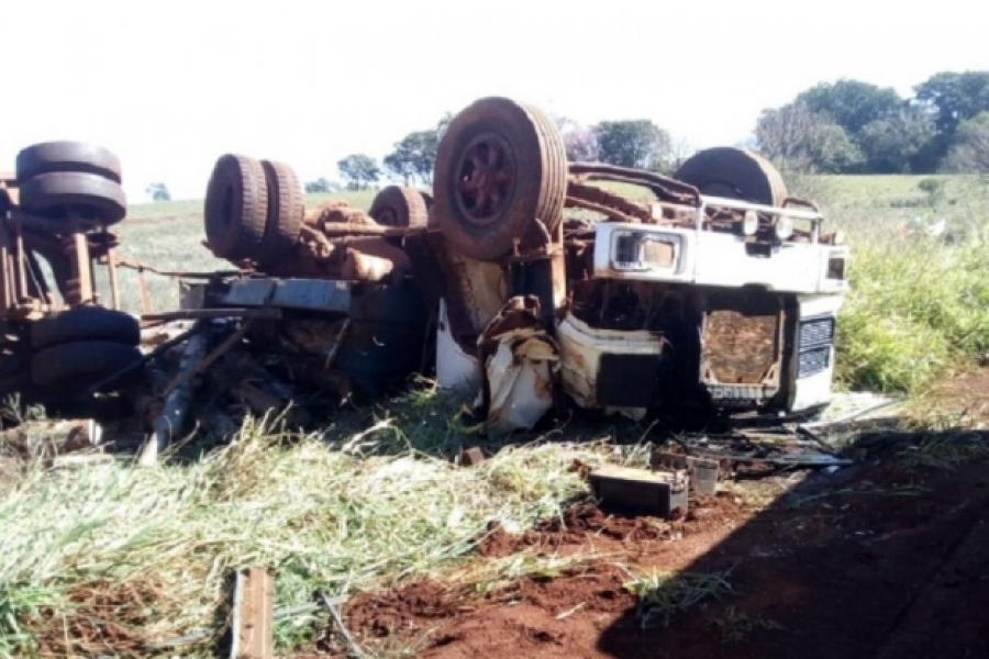 Camionero volcó a pocos kilómetros del límite con Misiones