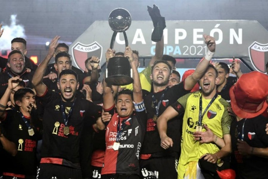 Colón goleó a Racing y se coronó campeón de la Copa Liga Profesional