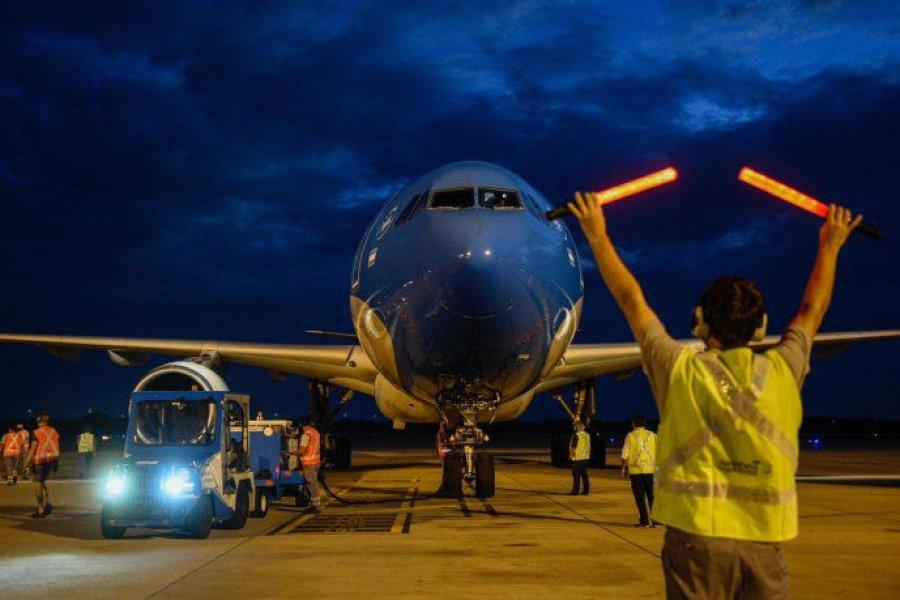 Parte a Moscú el vuelo que traerá el principio activo para producir la Sputnik VIDA