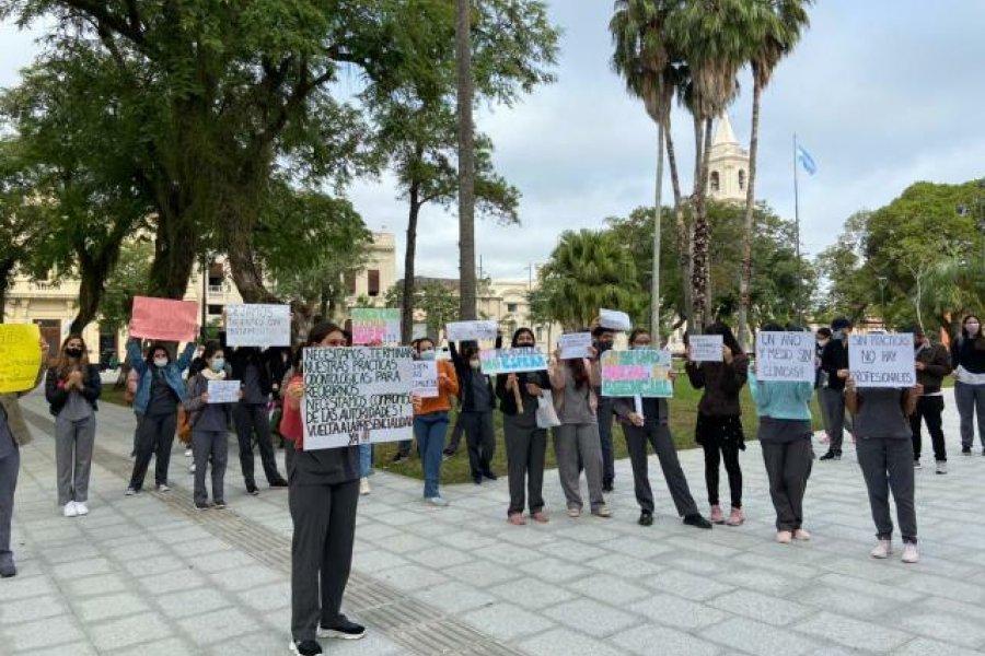 Universitarios reclaman regreso de sus prácticas odontológicas
