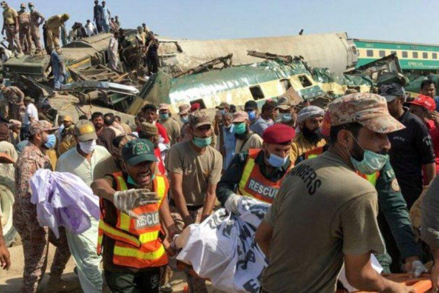 Al menos 43 muertos en un accidente ferroviario en Pakistán
