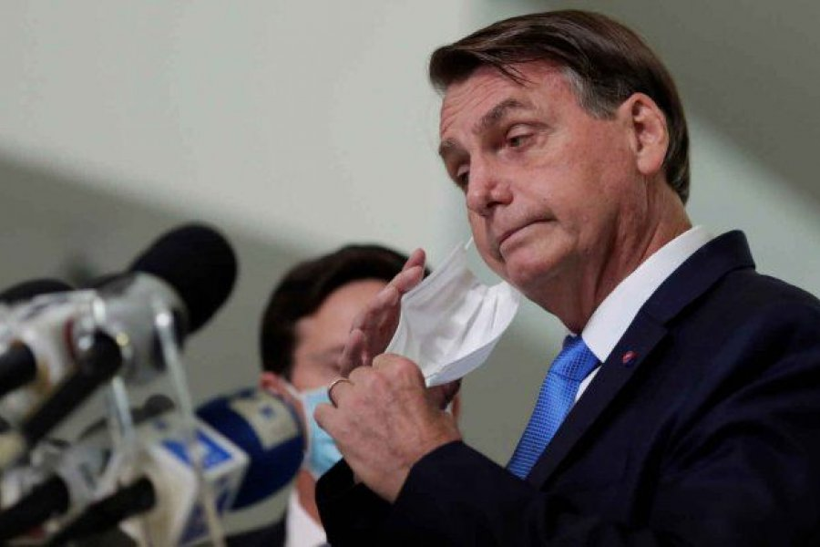 Multaron a Bolsonaro por no usar barbijo en un acto con seguidores