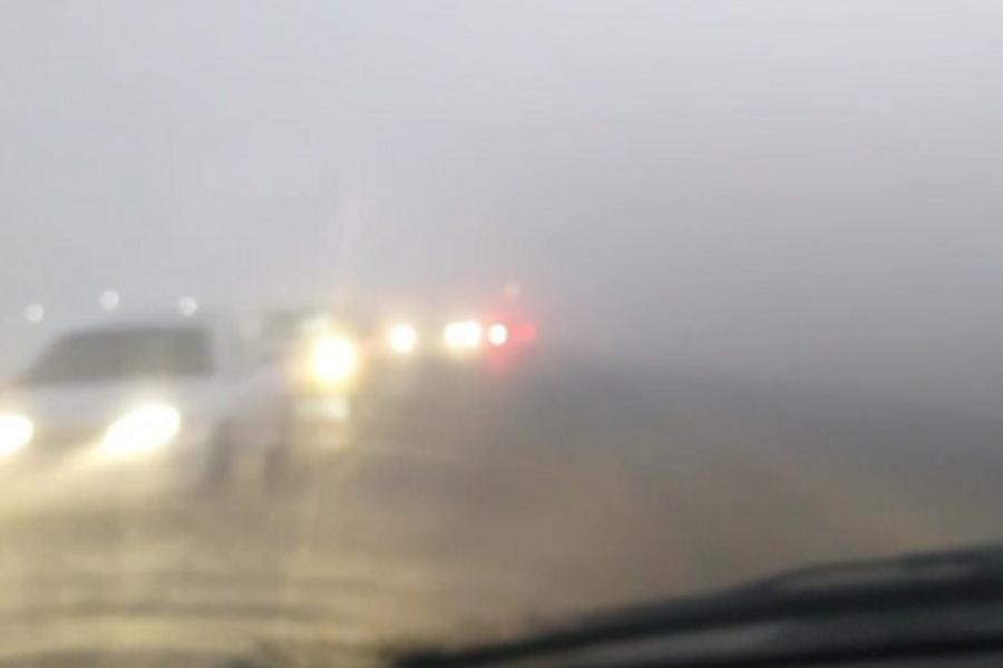 Un fenómeno de mezcla de niebla y humo dificultó el tránsito en Corrientes