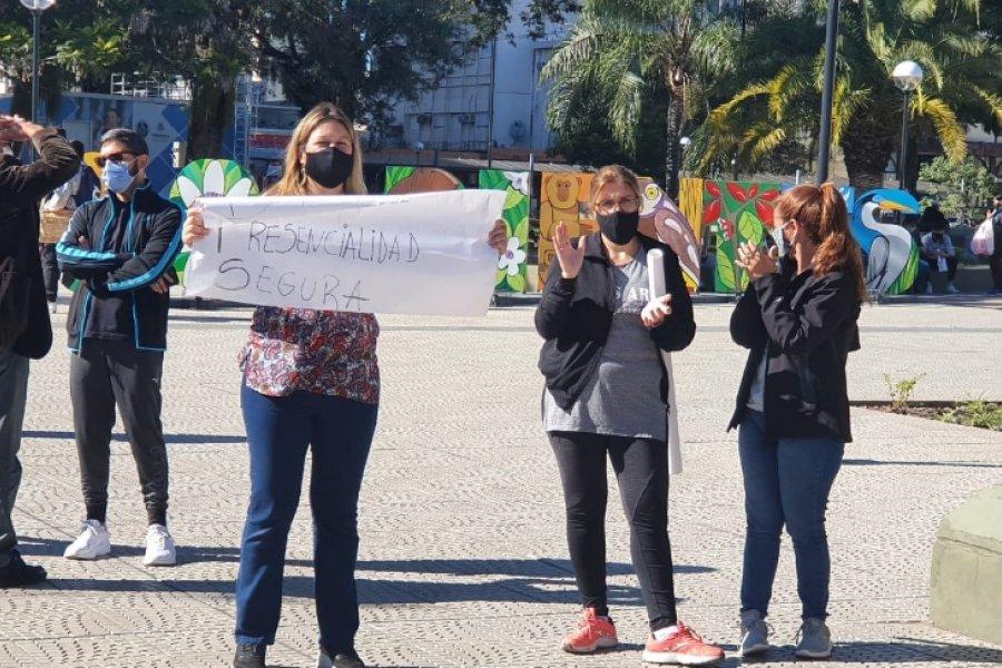 Movilización de docentes en contra de la presencialidad en las escuelas en Fase 3
