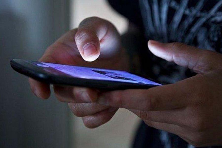Permiten a una detenida el uso personal de un teléfono celular
