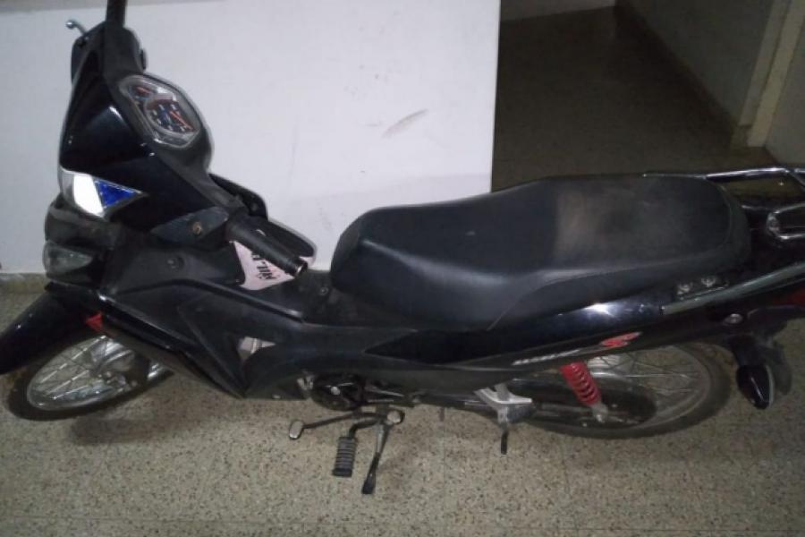 Recuperaron una moto que minutos antes fue robada de la plaza Stella Maris