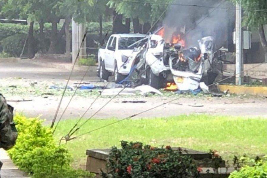 Un atentado con cochebomba en una base del Ejército de Colombia dejó 16 heridos