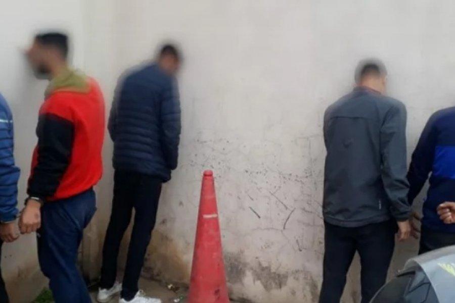 Demoraron a cinco jóvenes, dos de ellos con pedido de captura
