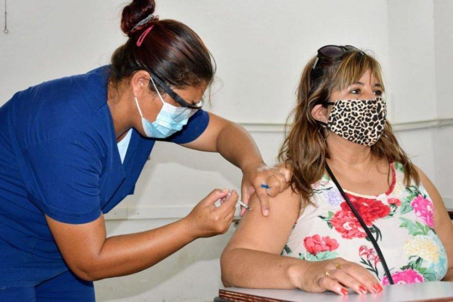 Correntinos cruzan al Chaco en busca de la ansiada vacuna contra el COVID-19