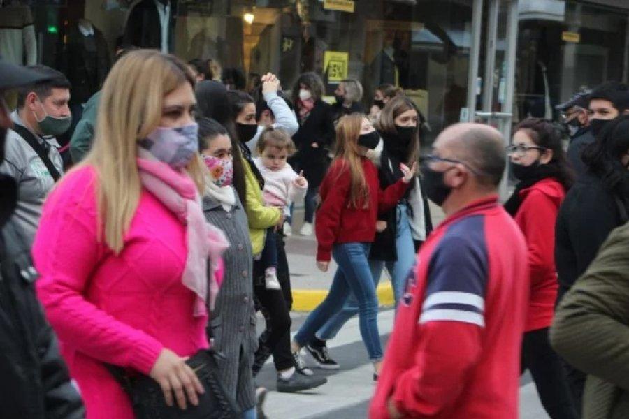 La gente desafió al virus para comprar los regalos por el Día del Padre