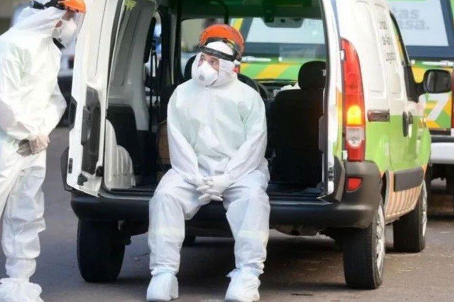 Estaba aislado por coronavirus, una vecina denunció feo olor y estaba muerto en su casa