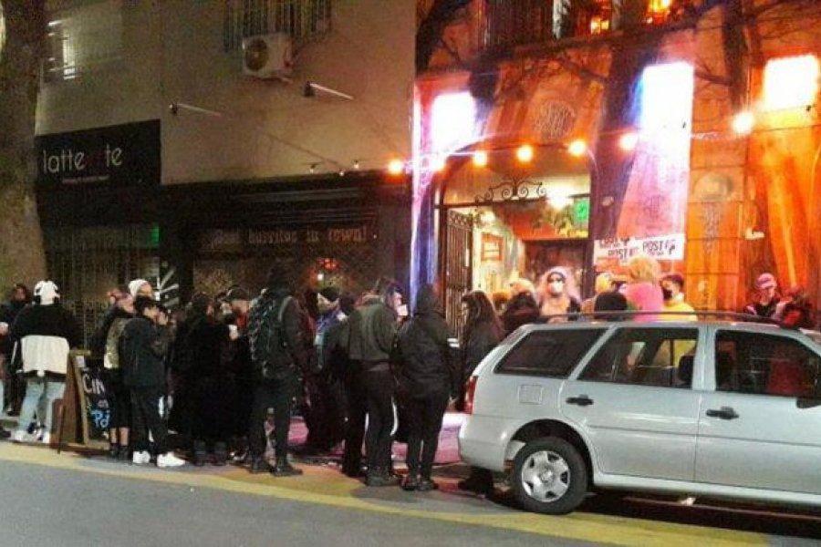Desbarataron una fiesta clandestina en Palermo: había más de 100 personas en una terraza