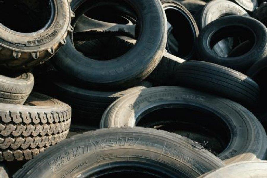 Multas de hasta $34 millones para quienes desechen neumáticos en desuso
