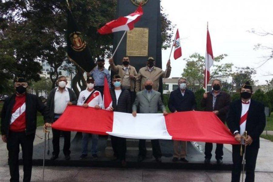 Crece la tensión en Perú: más de 600 militares retirados presionaron al JNE contra la victoria de Castillo