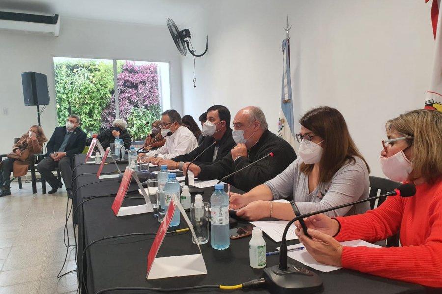 La Convención de la UCR mostró unidad ratificando la candidatura de Valdés