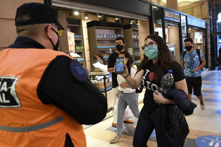 El Gobierno prorrogará las restricciones, a la espera de que se consolide la baja de contagios