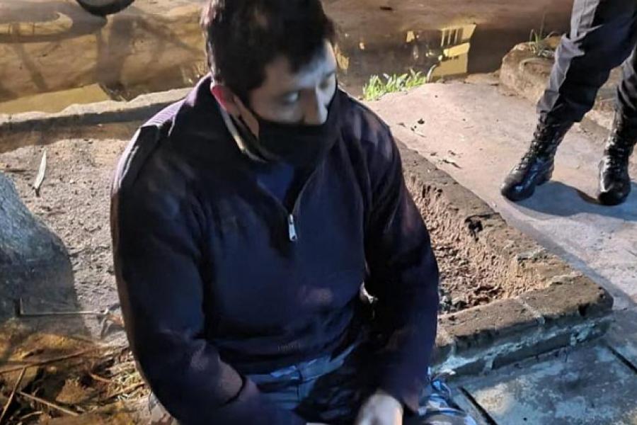En Corrientes detuvieron a un falso policía mientras fumaba marihuana