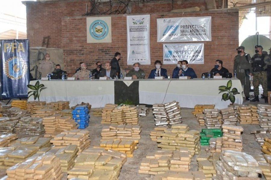 Frederic y Villalba presidieron dos quemas de drogas en Corrientes y Misiones