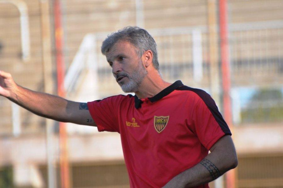 Alfredo Grelak dejó de ser el director técnico de Boca Unidos