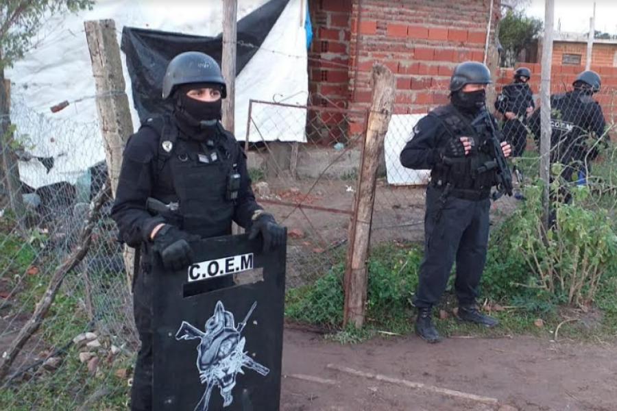 Allanamientos en simultáneo: Secuestraron envoltorios y plantas de marihuana
