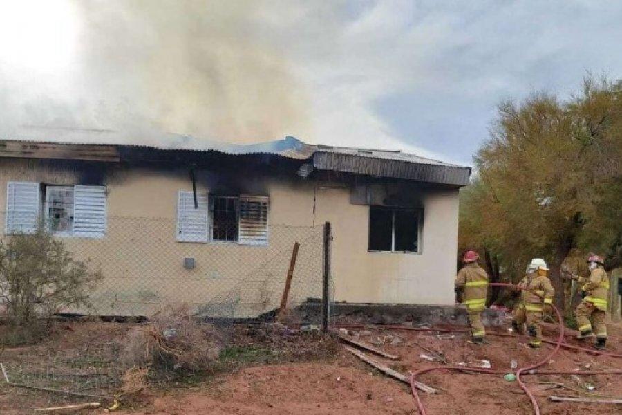 Explotó una escuela rural en Neuquén: Dos obreros muertos