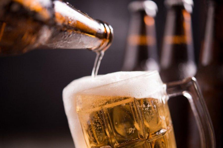 Regalarán cerveza para incentivar la vacunación entre les jóvenes