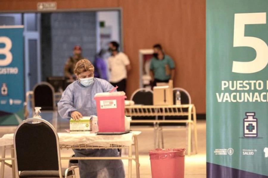 Córdoba: Aplicaron por error la vacuna de AstraZeneca a quienes debían recibir la primera dosis de Sinopharm
