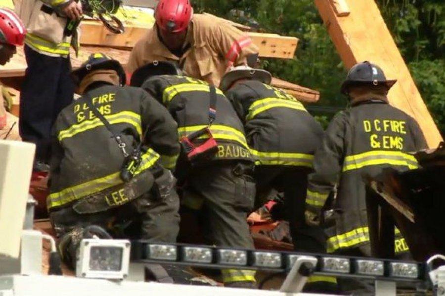 Washington: se derrumbó un edificio en construcción y buscan heridos entre los escombros