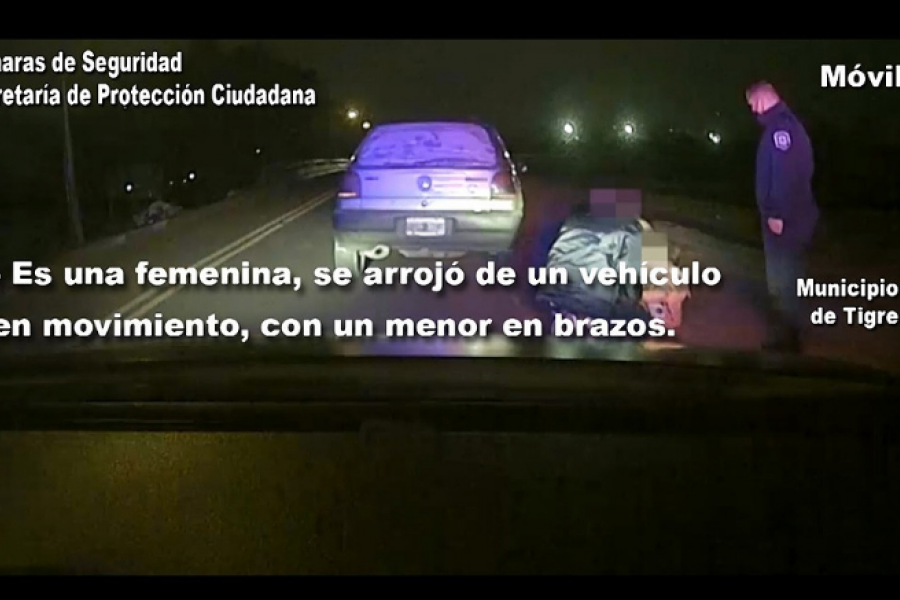 Una mujer con sus hijos se arroja de un auto en marcha tras escapar de su agresor