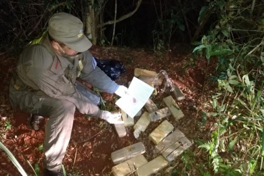 Misiones: Abandonan 13 kilos de marihuana al ver a los gendarmes