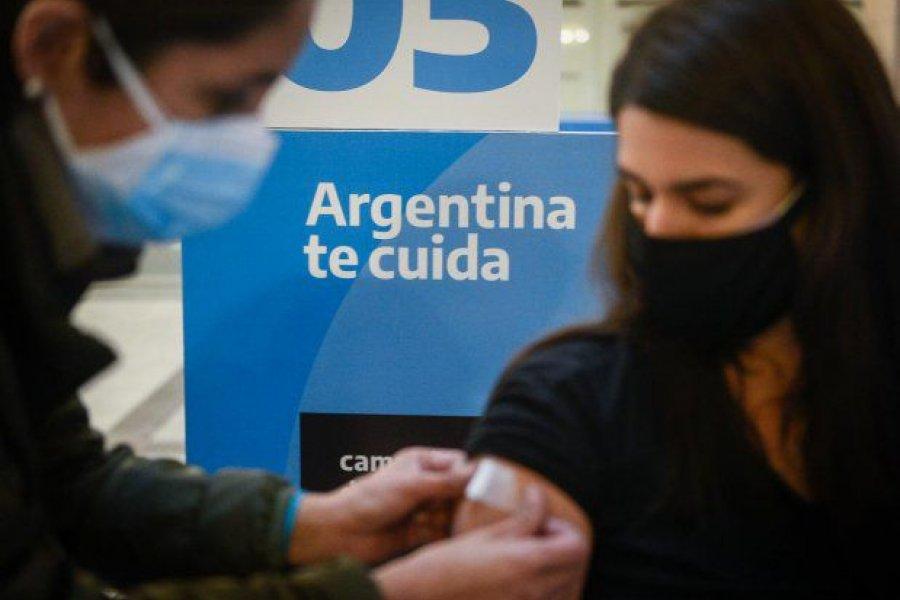 La mitad de los mayores de 18 años del país ya fue vacunada