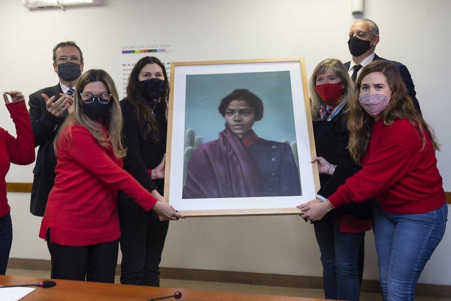Colocan por primera vez el cuadro de una mujer en la Cámara de Diputados
