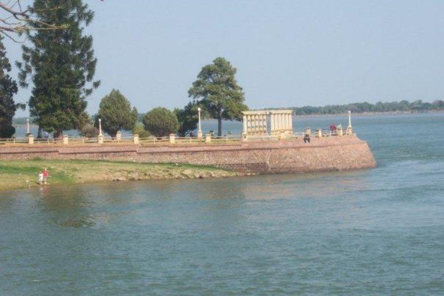 Punta San Sebastián: Policías salvaron a un joven que se arrojó al río Paraná