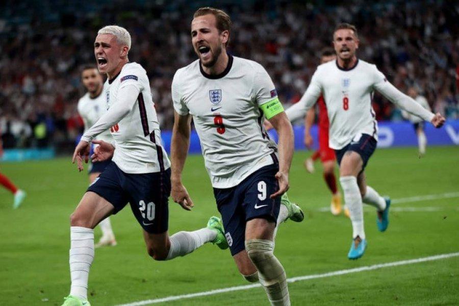 Inglaterra derrotó a Dinamarca con polémica y se metió en la final