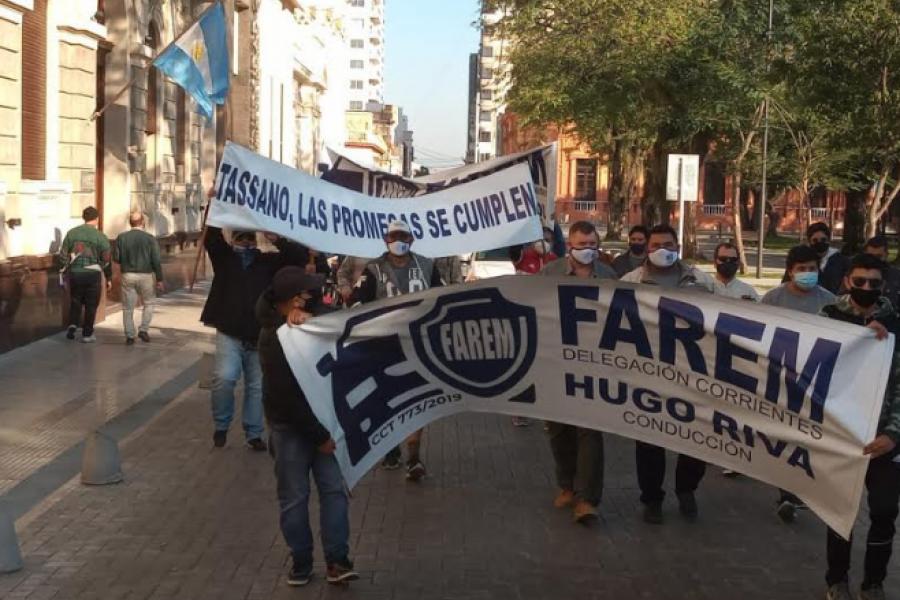 Protesta en el centro correntino: Remiseros piden ayuda alimentaria