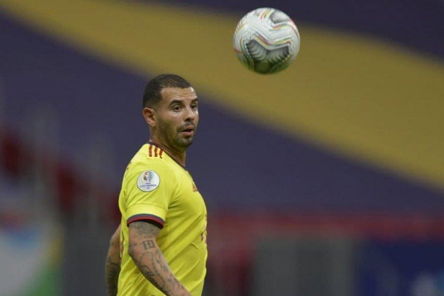 Boca le mandará un chárter a Cardona, pero el jugador se iría a Colombia