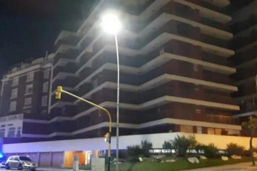Una joven de 23 años murió al caer por el hueco de un ascensor