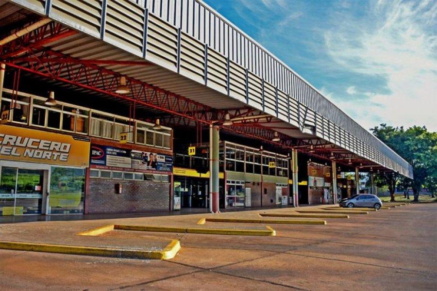 Una correntina dormía en la terminal de Posadas y una familia le dio refugio