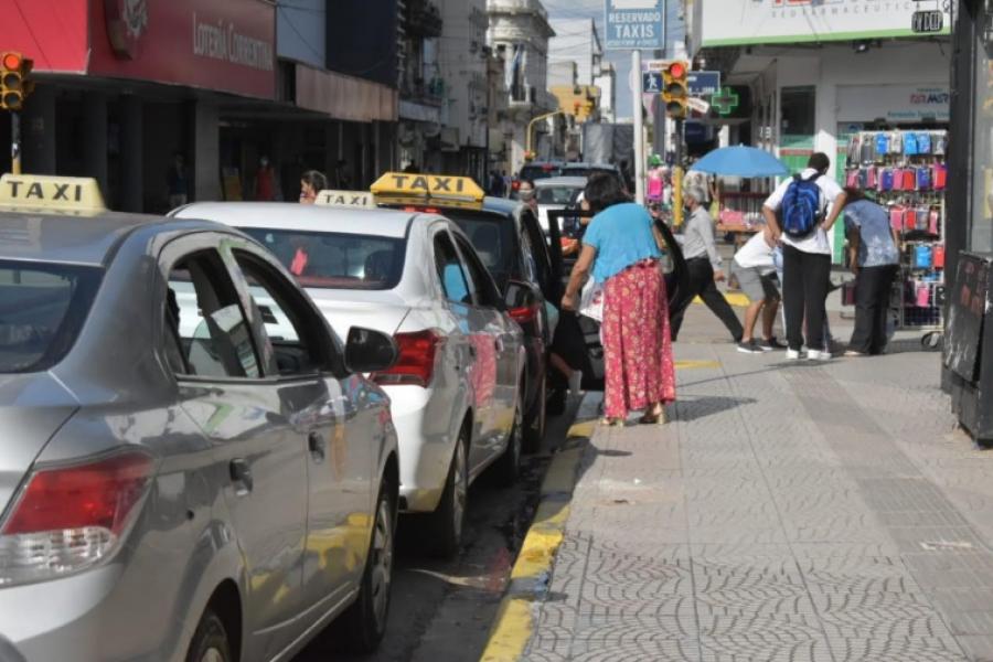Taxistas definieron alza de 10 pesos en su bajada de bandera