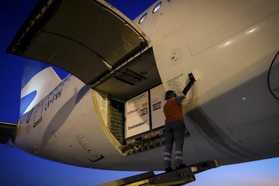 Parte esta tarde un nuevo vuelo a China y el domingo otro a Rusia a buscar más vacunas