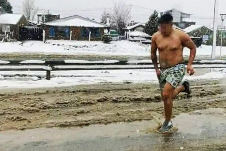¿Robo o infidelidad? la foto viral de un hombre corriendo en calzoncillos en plena nevada