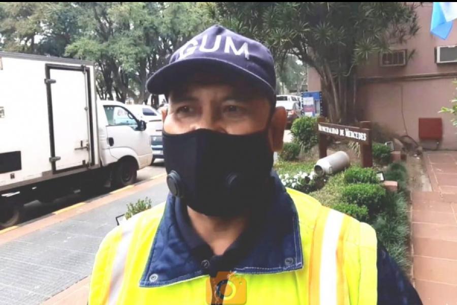Trabajador municipal encontró un bolso con el sueldo de dos jubilados y lo devolvió