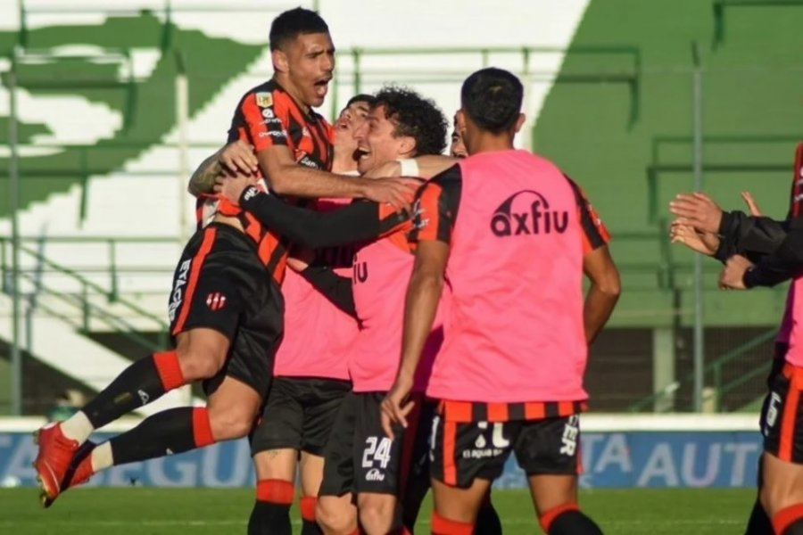 Patronato derrotó a Villa San Carlos y será rival de Boca o River