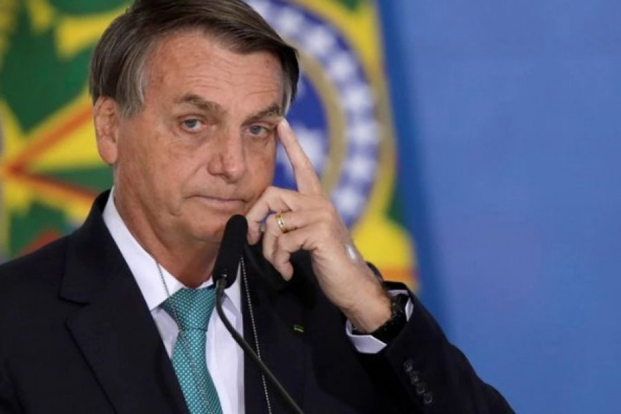 Presidente Jair Bolsonaro fue internado