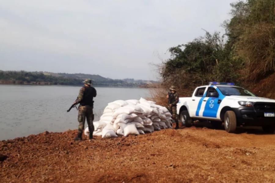 Prefectura secuestró 10 toneladas de maíz en la costa del río Uruguay