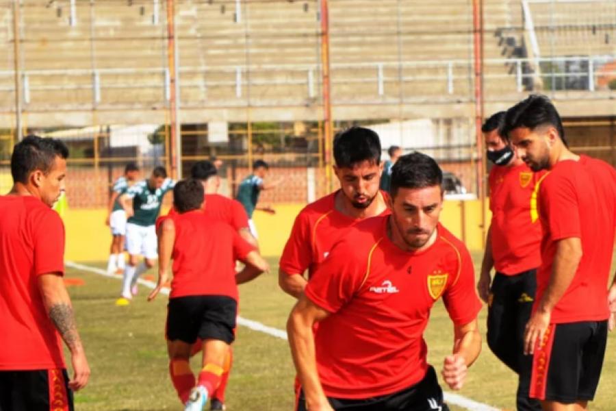 Los técnicos prueban equipo para el partido de local del domingo