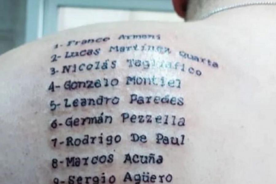 Un cordobés se tatuó en la espalda a todo el plantel de la Selección Argentina