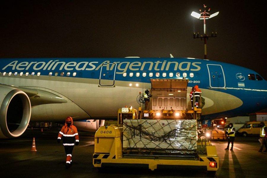 Dos aviones de Aerolíneas ya viajaron a EE.UU. para traer la donación de vacunas
